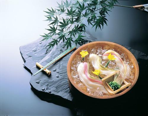 そうめんイメージ 色麺桶入.jpg